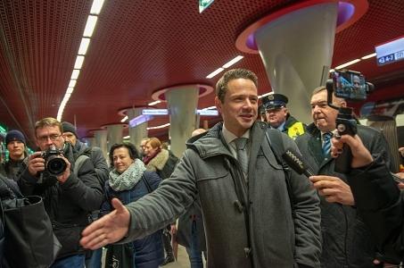 Warszawa. Świąteczne metro rusza na obie linie.